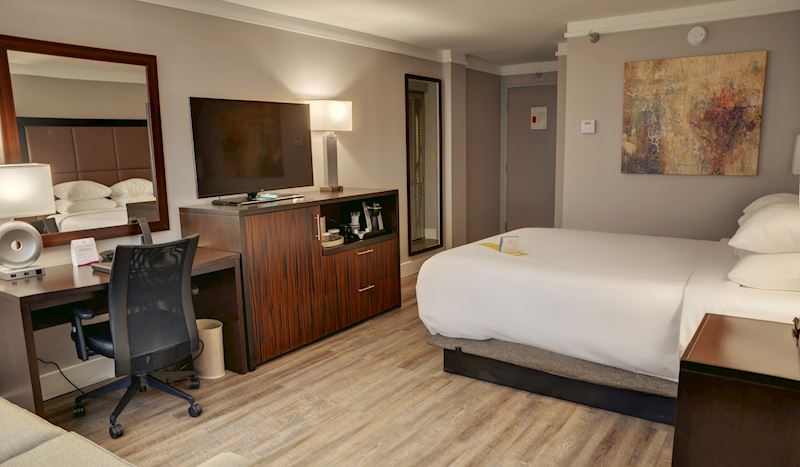 Crowne Plaza Knoxville Downtown University Hotel, Tennessee Volunteer Suite